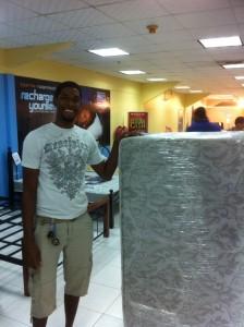 Chris med madrassen