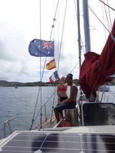 Manskapsflaggorna hissas av Ines och johan